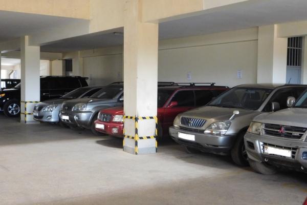parkinga06D30D5C-15BF-95DA-A536-4348923CF87E.jpg
